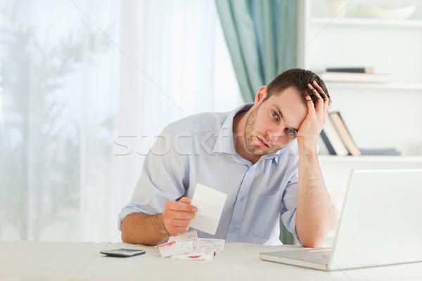 Fiatal üzletember aggódó számla számítógép dolgozik Stock fotó © wavebreak_media