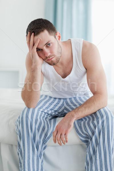 Portré lehangolt férfi ül ágy néz Stock fotó © wavebreak_media
