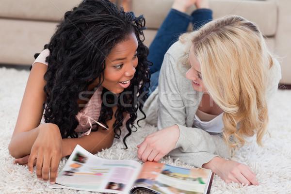 2 笑みを浮かべて 女性 階 話し 雑誌 ストックフォト © wavebreak_media