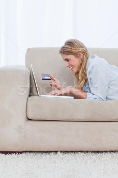 Sorrindo datilografia laptop Foto stock © wavebreak_media