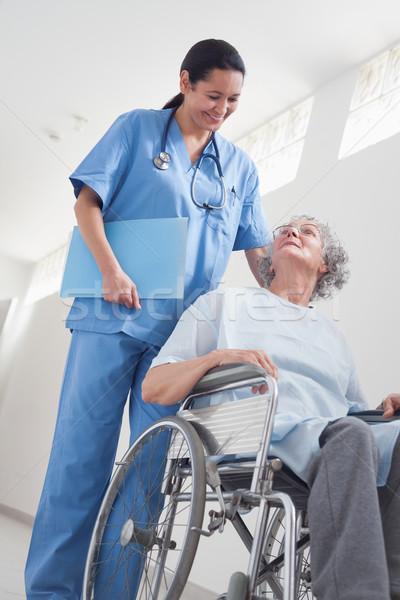 Stok fotoğraf: Yaşlı · hasta · tekerlekli · sandalye · hemşire · hastane · kadın