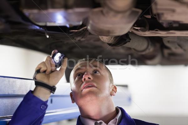 Mechaniker halten Taschenlampe Garage Auto Motor Stock foto © wavebreak_media