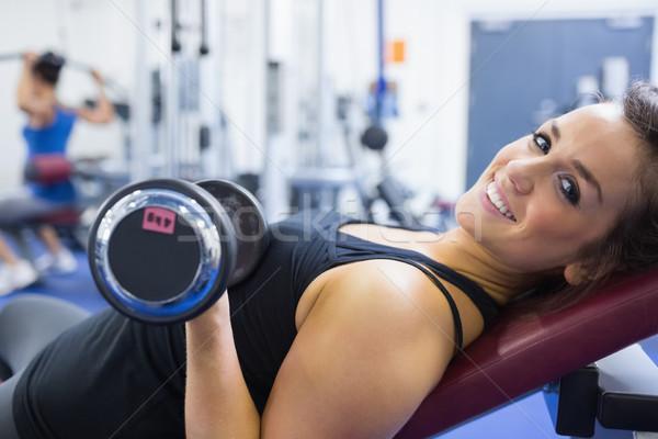 Mosolygó nő emel súlyok tornaterem sport egészség Stock fotó © wavebreak_media