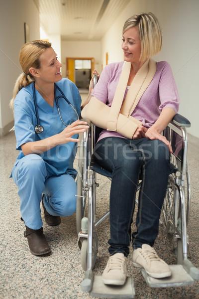 看護 話し 患者 車いす 腕 スリング ストックフォト © wavebreak_media