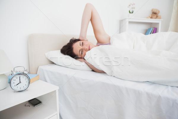 Nő fülek ágy ébresztőóra gyűrűk fiatal nő Stock fotó © wavebreak_media