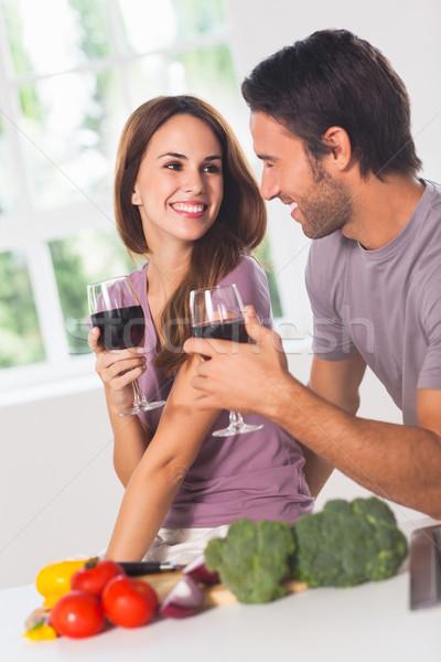 Mosolyog szerelmespár bor zöldségek konyha nő Stock fotó © wavebreak_media