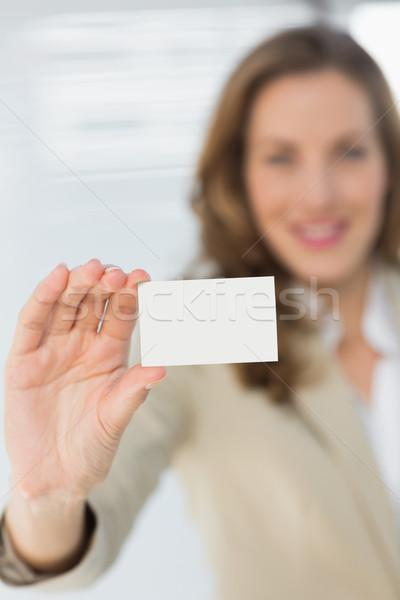 Souriant femme d'affaires carte vierge portrait jeunes Photo stock © wavebreak_media