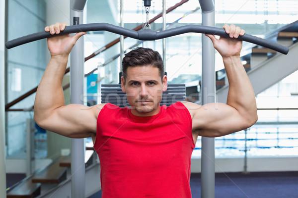 Yakışıklı vücut geliştirmeci ağırlık makine silah spor salonu Stok fotoğraf © wavebreak_media