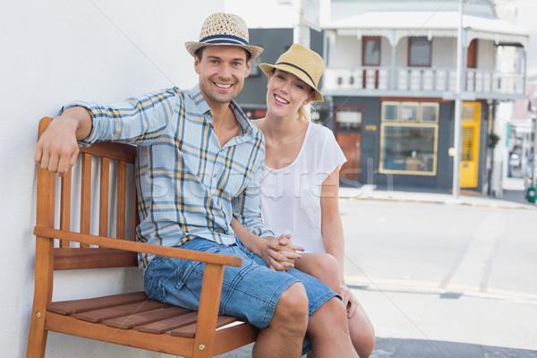 молодые бедро пару сидят скамейке улыбаясь Сток-фото © wavebreak_media