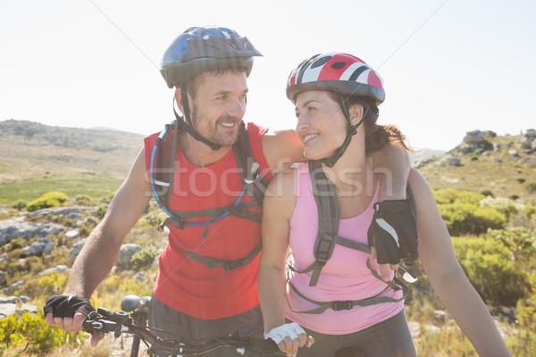 Montare ciclista Coppia sorridere insieme montagna Foto d'archivio © wavebreak_media