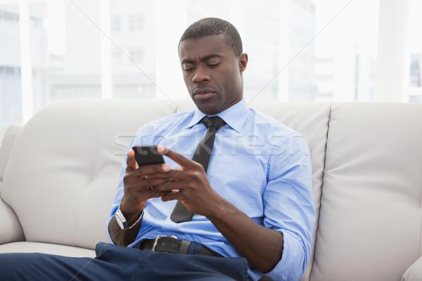 Przystojny biznesmen posiedzenia kanapie tekst Zdjęcia stock © wavebreak_media