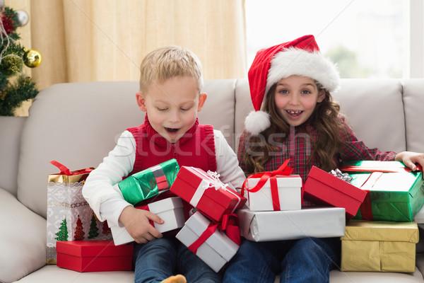 ünnepi testvérek ajándékok otthon nappali ház Stock fotó © wavebreak_media