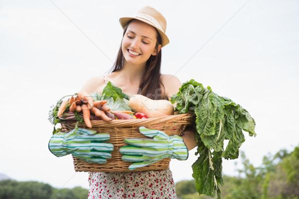 Jolie femme panier femme heureux Photo stock © wavebreak_media