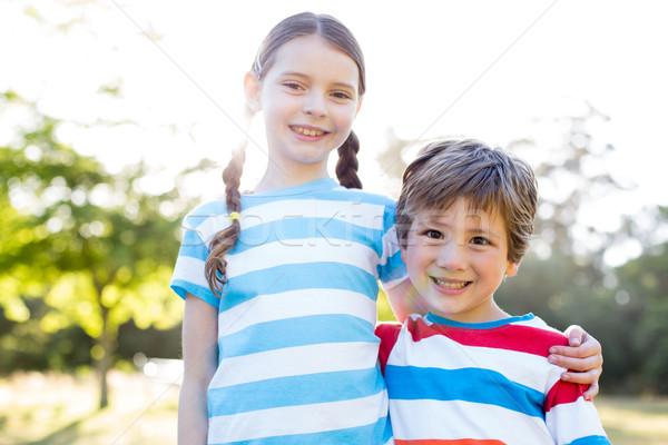 Gelukkig broers en zussen glimlachend camera natuur Stockfoto © wavebreak_media