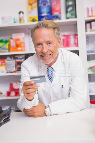 Uśmiechnięty starszy farmaceuta karty kredytowej apteki Zdjęcia stock © wavebreak_media