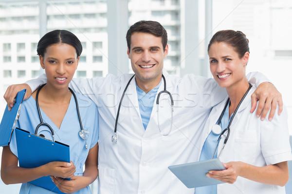 Ritratto medici braccia incrociate medici ufficio donna Foto d'archivio © wavebreak_media