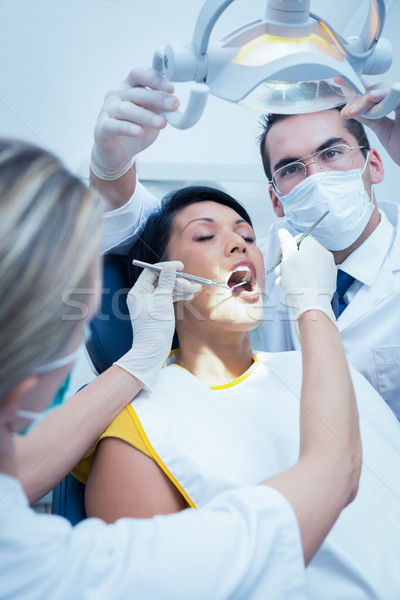 Dentista ayudante examinar dientes masculina dentistas Foto stock © wavebreak_media