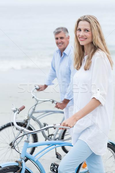 Boldog pár biciklizik együtt tengerpart szeretet Stock fotó © wavebreak_media