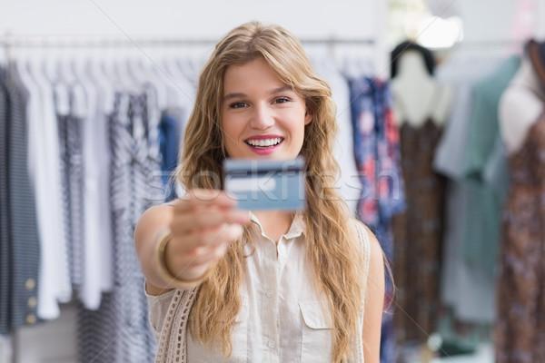 Stok fotoğraf: Güzel · sarışın · kadın · kredi · kartları · giyim · depolamak