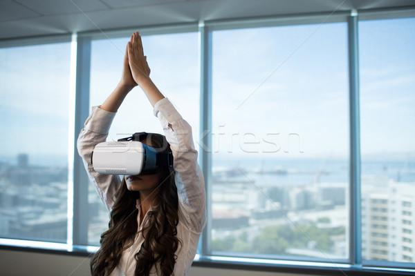 Mujer de negocios yoga virtual realidad Foto stock © wavebreak_media