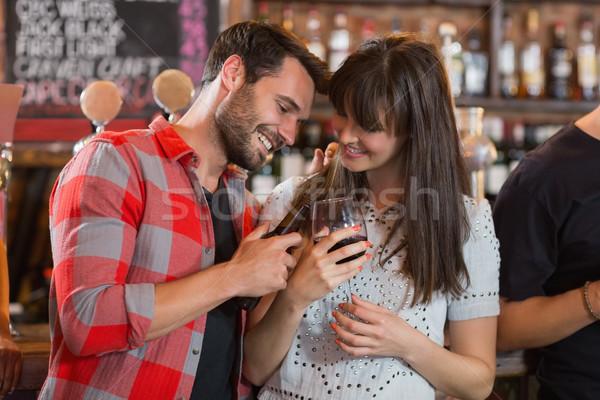 Boldog pár tart italok bár buli Stock fotó © wavebreak_media