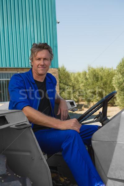 Trabalhador sessão trator retrato confiança negócio Foto stock © wavebreak_media