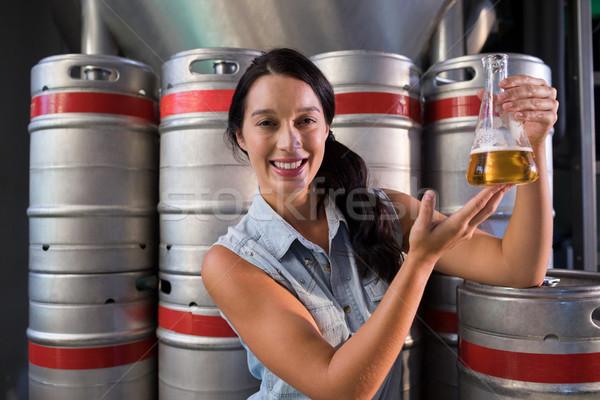 Portré mosolyog munkás megvizsgál sör főzőpohár Stock fotó © wavebreak_media