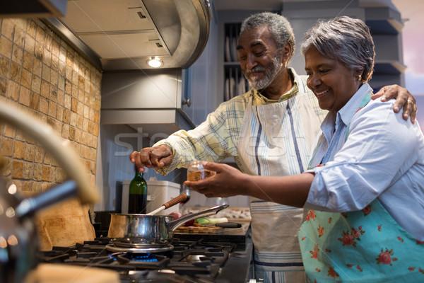 улыбаясь кухне Постоянный домой Сток-фото © wavebreak_media