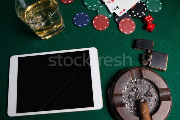Asbak lichter digitale tablet dobbelstenen casino chips Stockfoto © wavebreak_media