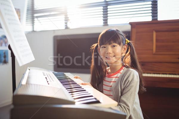 肖像 笑みを浮かべて 少女 ピアノ クラス ストックフォト © wavebreak_media