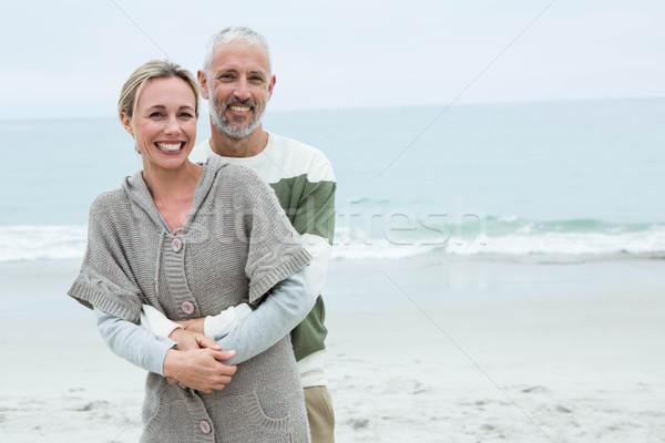 Sonriendo Pareja tomados de las manos playa hombre Foto stock © wavebreak_media