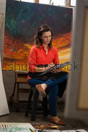 Nő festmény vászon rajz osztály portré Stock fotó © wavebreak_media
