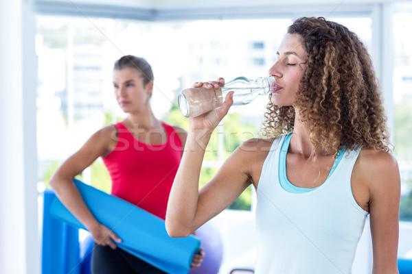 Nő ivóvíz fitnessz stúdió test egészség Stock fotó © wavebreak_media
