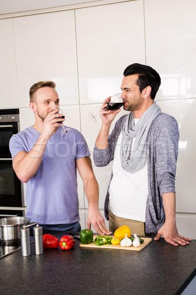 笑みを浮かべて ゲイ 飲料 赤ワイン キッチン 男 ストックフォト © wavebreak_media