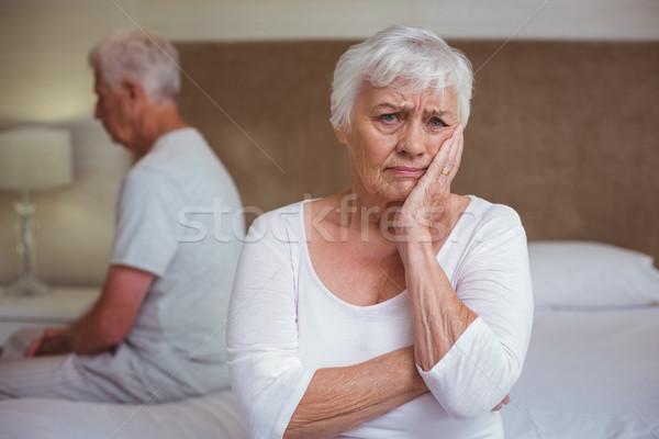 Preocupado mujer marido sesión cama habitación Foto stock © wavebreak_media