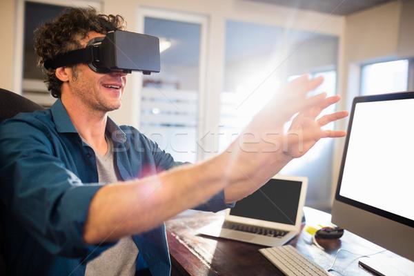 Zakenman virtueel bril kantoor man Stockfoto © wavebreak_media