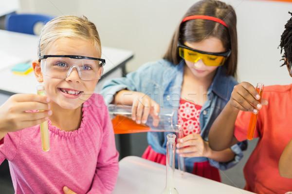 Dzieci chemicznych eksperyment laboratorium szkoły szczęśliwy Zdjęcia stock © wavebreak_media