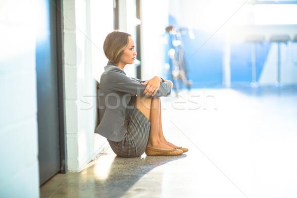 疲れ 女性実業家 座って オフィス 廊下 職場 ストックフォト © wavebreak_media