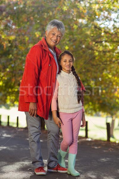 Feliz nieta abuela parque retrato pie Foto stock © wavebreak_media