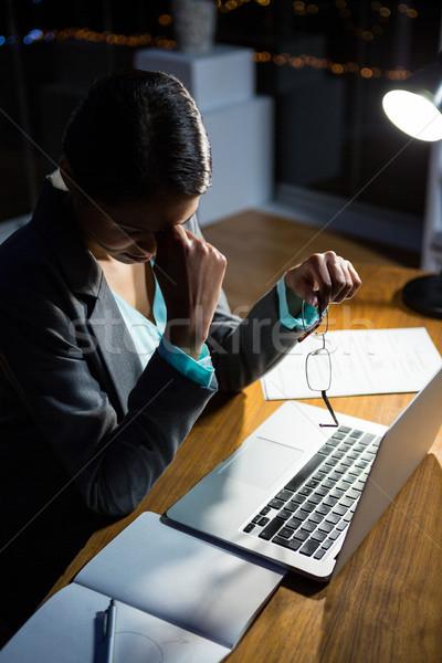 女性実業家 座って デスク オフィス 1泊 ストックフォト © wavebreak_media