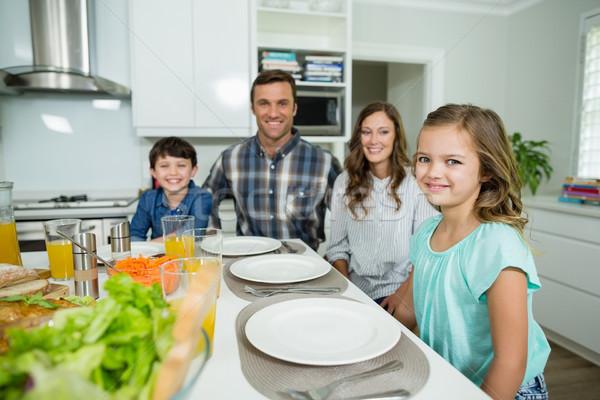 Retrato sorridente família almoço juntos mesa de jantar Foto stock © wavebreak_media