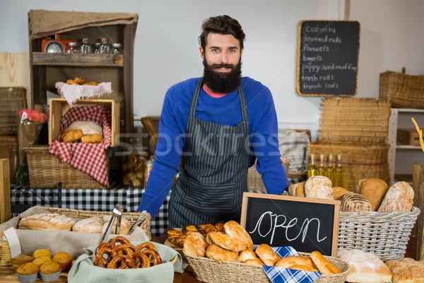 Porträt lächelnd männlich Personal stehen counter Stock foto © wavebreak_media