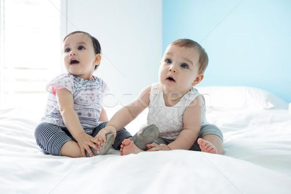 Kettő aranyos lánycsecsemők megnyugtató ágy hálószoba Stock fotó © wavebreak_media