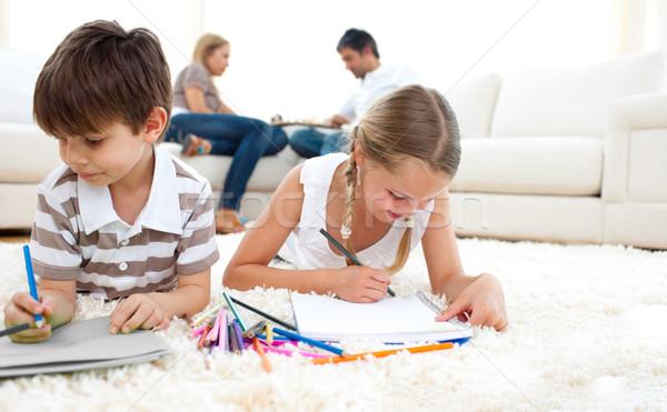 Aranyos testvérek rajz padló nappali család Stock fotó © wavebreak_media