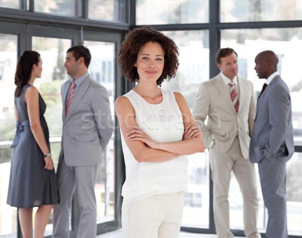 Belle femme d'affaires bras pliées collègues femme Photo stock © wavebreak_media