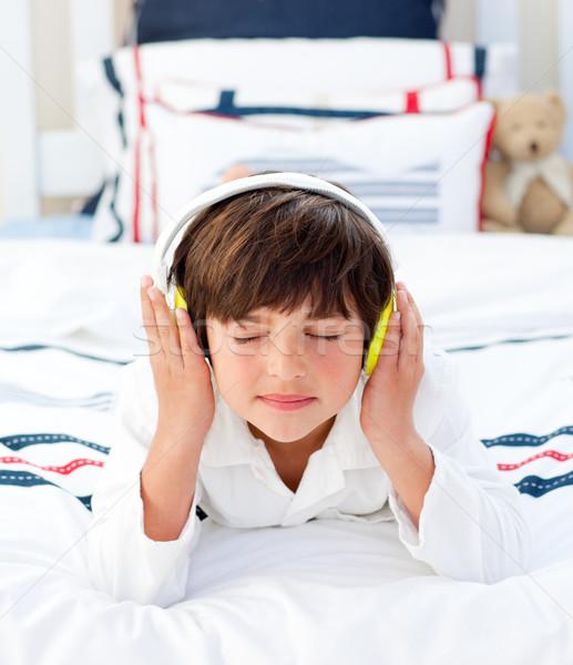 прелестный мало мальчика прослушивании музыку наушники Сток-фото © wavebreak_media