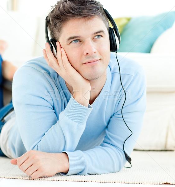 Positief man hoofdtelefoon vloer woonkamer muziek Stockfoto © wavebreak_media
