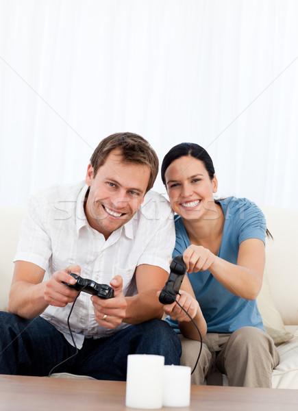 Excité couple jouer jeux vidéo ensemble canapé Photo stock © wavebreak_media