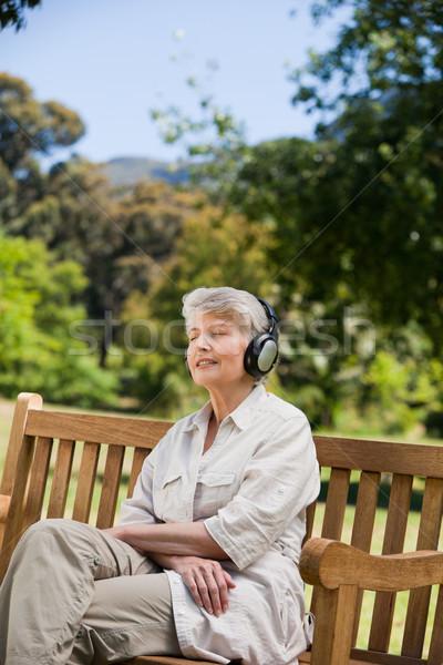 Escuta música amor feliz espaço Foto stock © wavebreak_media