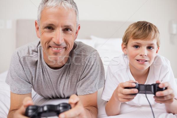 мальчика отец играет Видеоигры спальня семьи Сток-фото © wavebreak_media